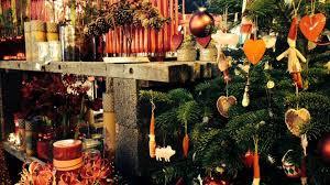 Stemningsbillede fra Boltingaard Julemarked. Close up af julepynt